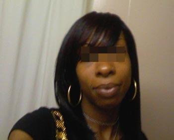 Femme noire à La Courneuve pour un homme