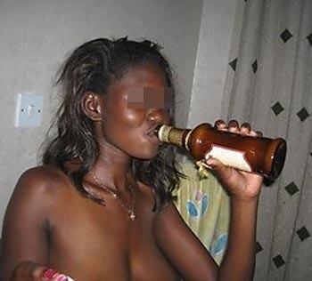 Femme black de Nantes aimant la fellation